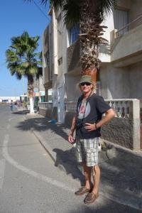 Palmeira, Tourist wartet auf den Bus