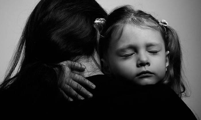 Δεν είναι η δουλειά του παιδιού να γιατρέψει την πληγωμένη του μητέρα