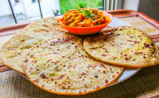 Chana-Dal-ki-Bharwa-Poori-02
