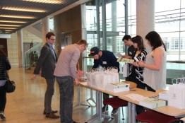 Rejestracja uczestników - za jej prowadzenie, jak i za asystę językową wolontariuszy dziękujemy studentkom i studentom WPA UAM
