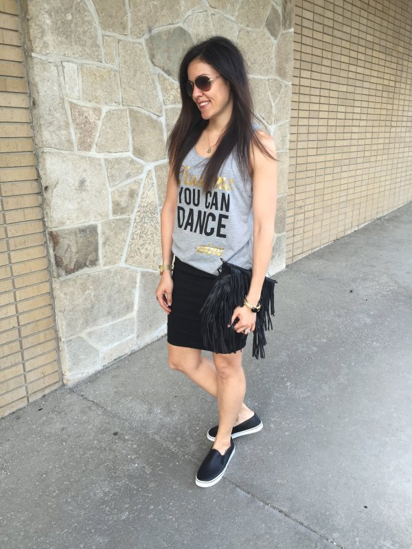 Graphic Tank and Skirt   How to style a graphic tank   Tank and skirt ideas   Fringe purse outfit   Casual skirt outfit   Summer outfit ideas