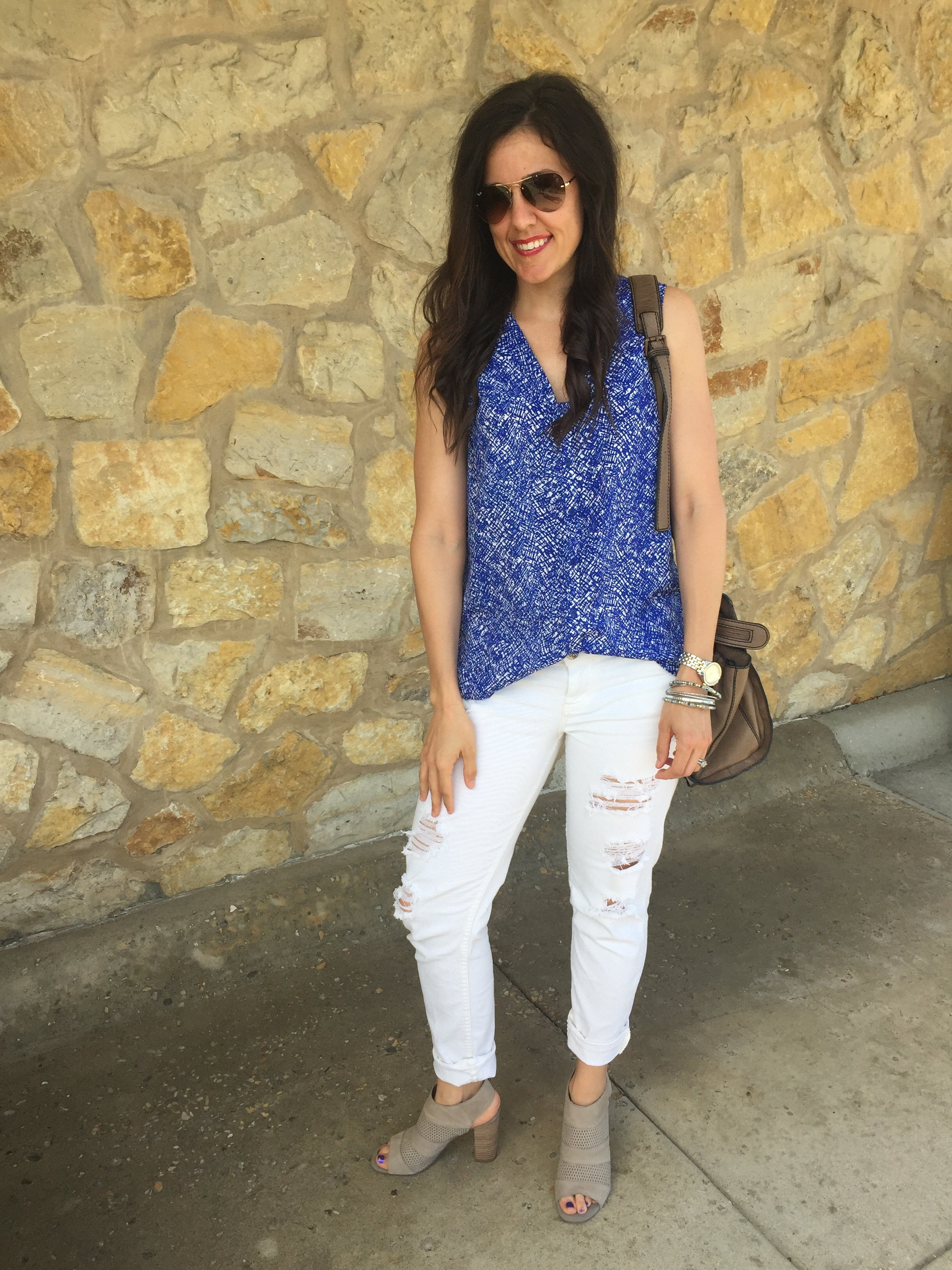 How to style ripped jeans | White jeans outfit | How to style white jeans | Spring outfit idea
