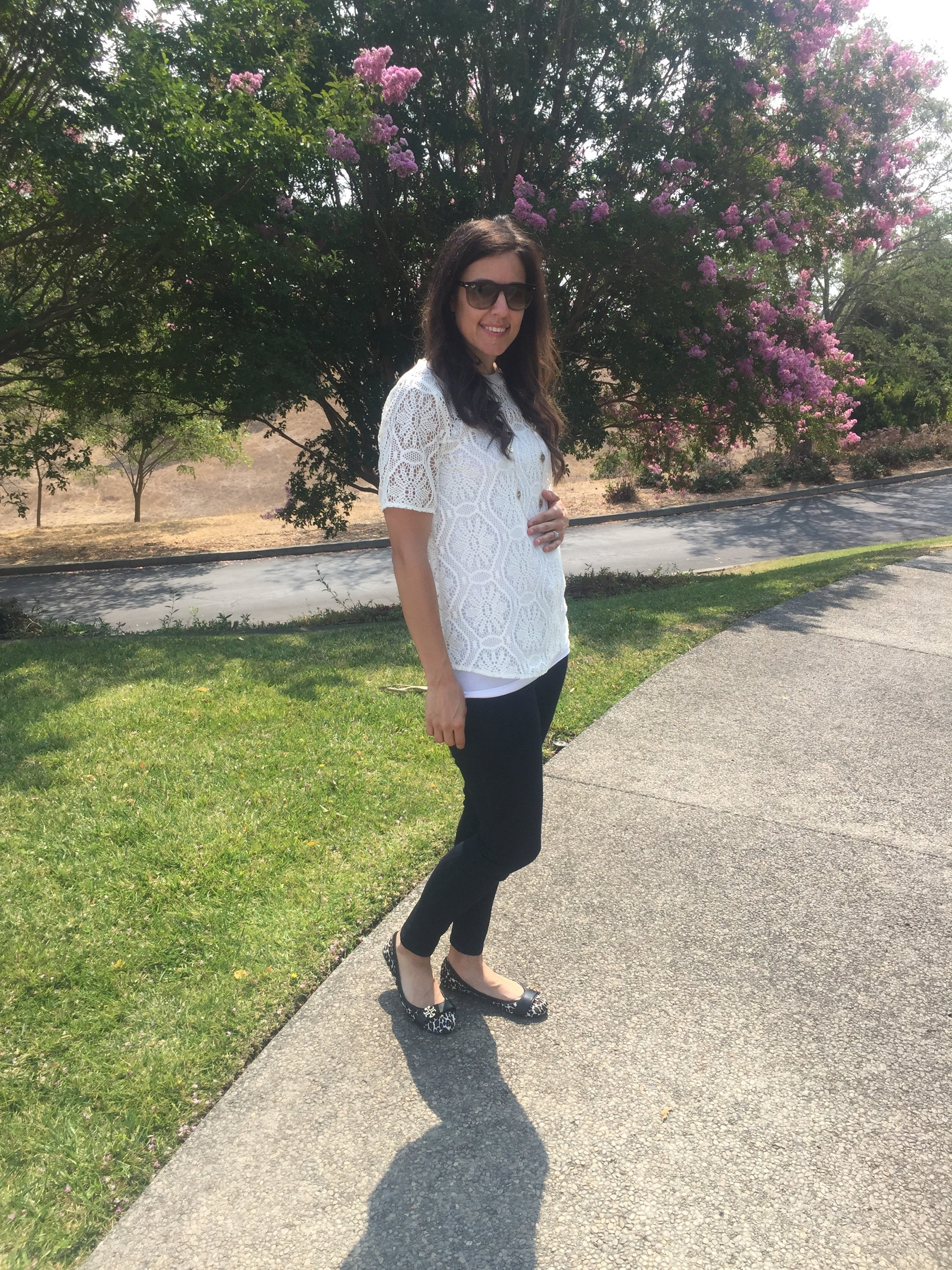 How to style the bump | maternity fashion | fall style tips | cool weather fashion | lace top