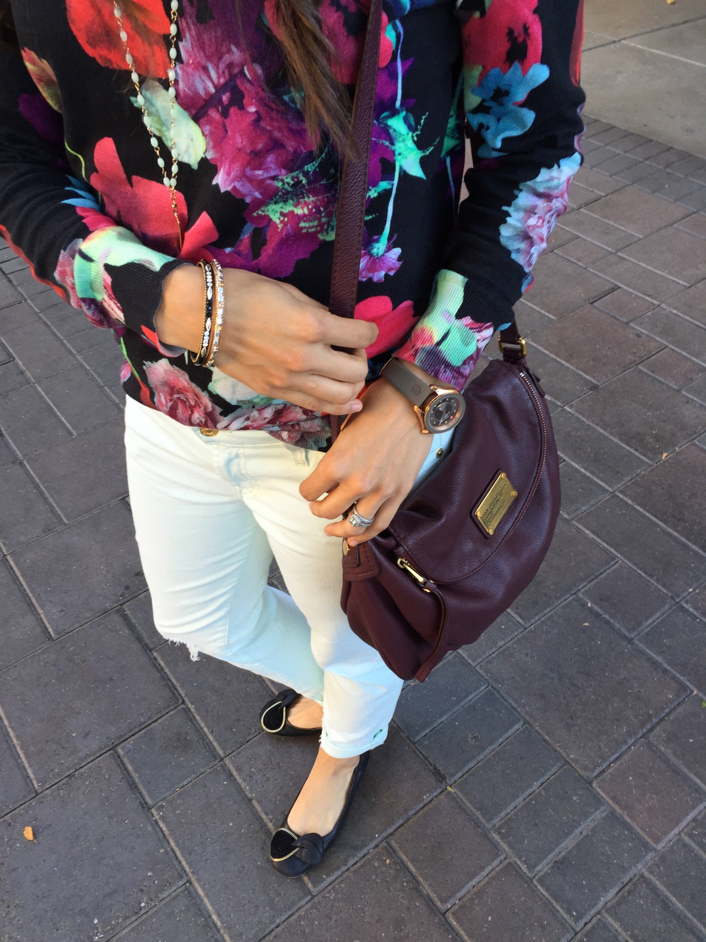 How to style colored jeans   fall fashion   styling for fall and winter   cool weather fashion   floral sweater outfit