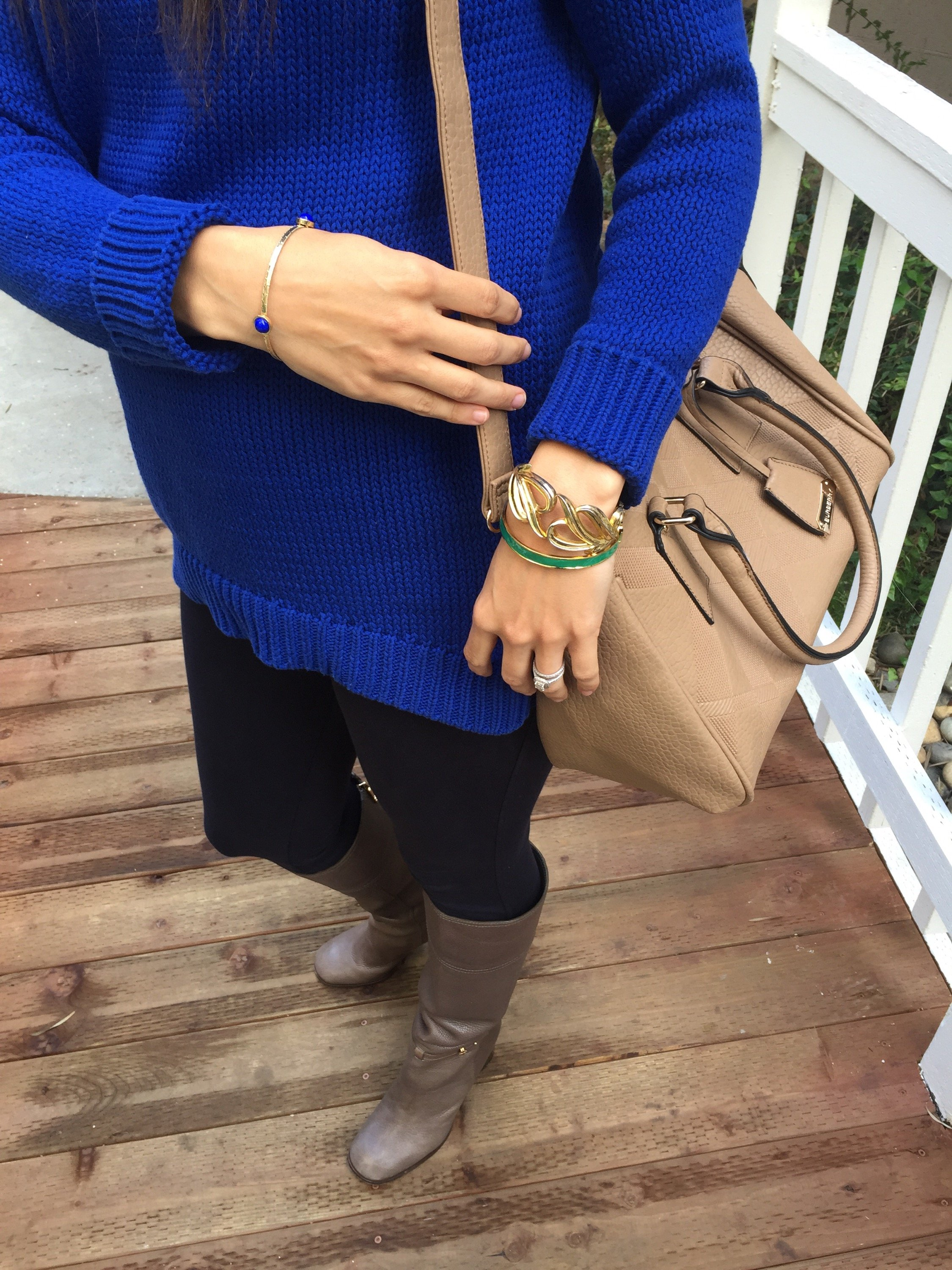 How to style the bump | maternity fashion | fall and winter style | fall fashion tips | cool weather | green statement necklace