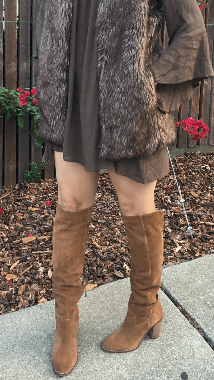 Bell sleeve dress | Fur vest | how to style bell sleeve | fall and winter style | fall fashion | cool weather fashion