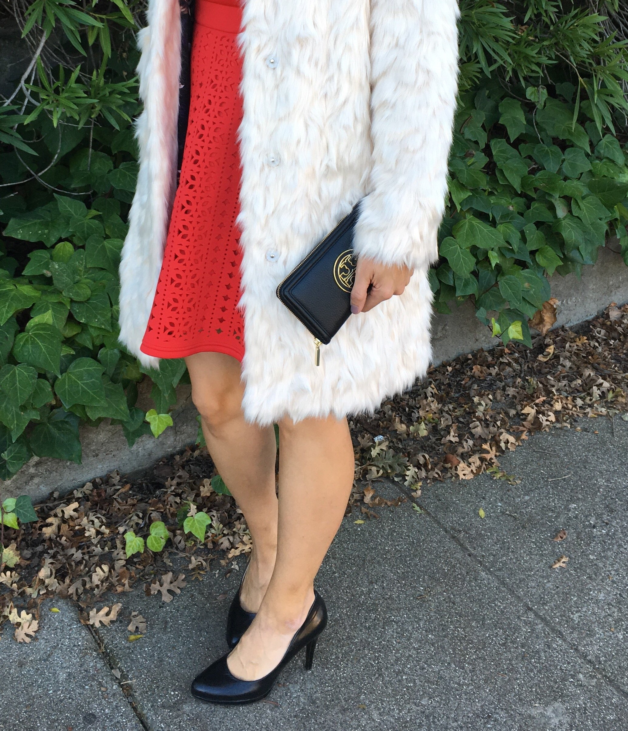 How to style faux fur | fall and winter style | winter fashion tips | holiday outfit ideas | cool weather fashion