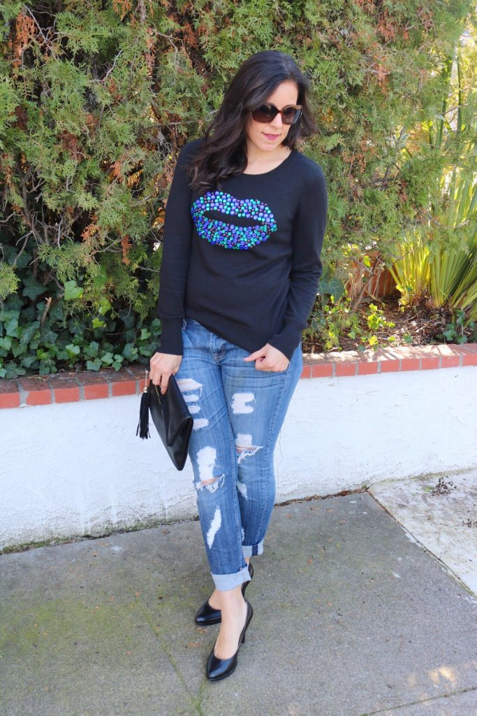 Holiday sweater   fall and winter style   winter fashion tips   cold weather   what to wear Valentines   black pumps