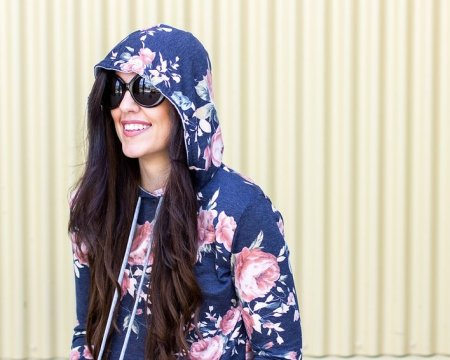 How to style a hoodie, Spring Hoodies, Tips for styling a hoodie, Spring fashion, how to style a floral hoodie, floral tops, floral top outfit