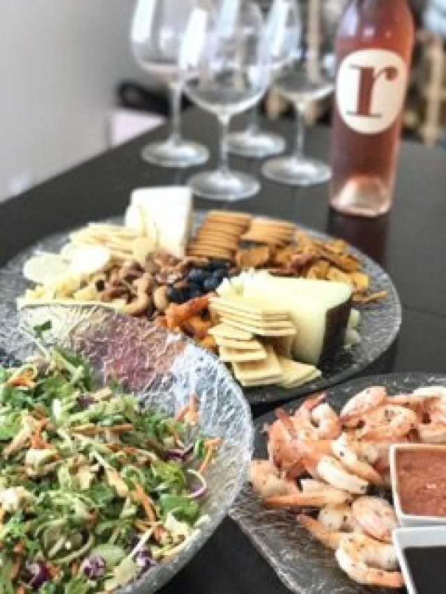 Tips for planning a bbq, labor day party ideas, labor day menu ideas, how to make a cheese tray, backyard entertaining, entertaining tips, summer party idas