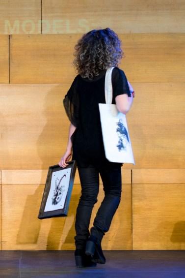 Catwalk avec deux articles de ma HelvEdition - Capra Ibex, le bouquetin en impression sur papier vergé et Corvus Corvus, Les Corneilles sur un Tote bag