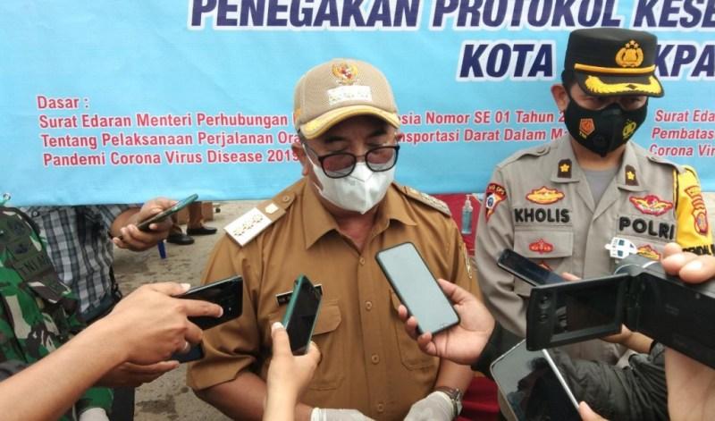 Wali Kota Balikpapan Rizal Effendi, didampingi Kabag Ops Polresta Balikpapan Kompol Nur Kholis
