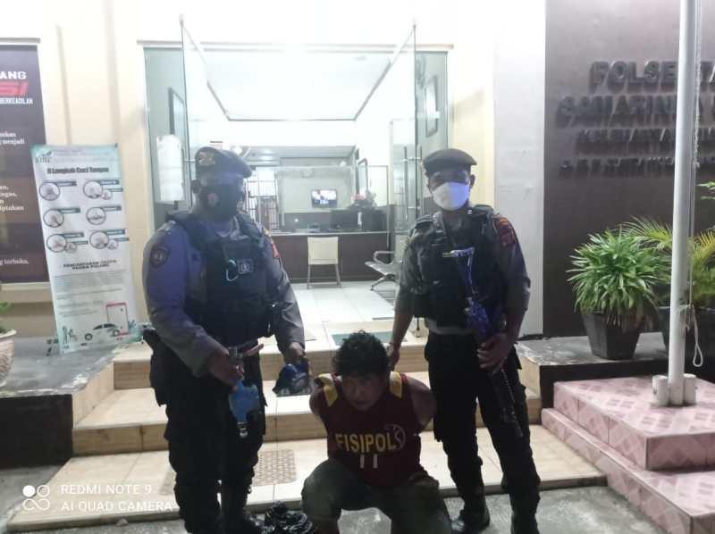 Samsuni saat diamankan petugas patroli Satsamapta Polresta Samarinda setelah menjadi bulan-bulanan warga lantaran mencuri keran air/IST