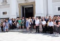Fot_1) laureaci przed bazyliką ONMP Wadowice