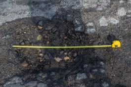 Dziury na ul. Batalionów Chłopskich w Kalwarii Zebrzydowskiej - 26 września 2019 r. - fot. Kalwaria 24 IMGP7765