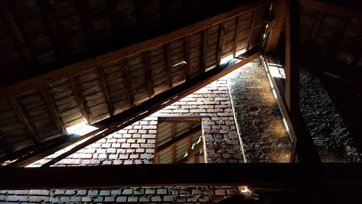 Dwór w Barwałdzie Górnym, który trzeba pilnie wyremontować - fot. WKS Żarek Barwałd Górny