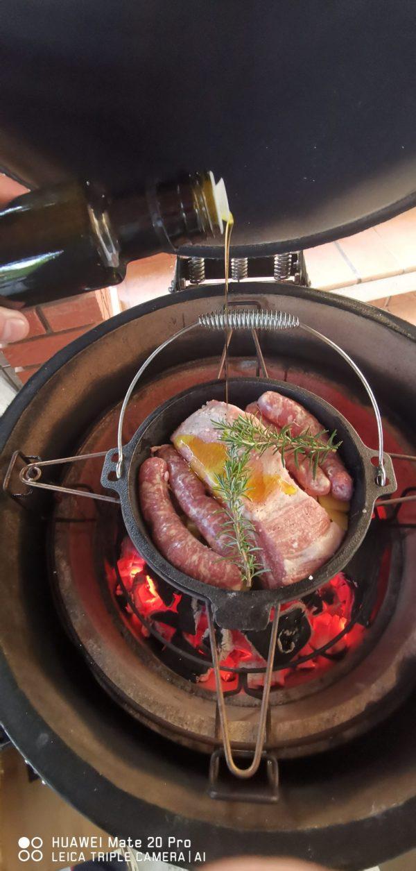 Litoželezni lonec za pripravo golaža, sača, pasulja