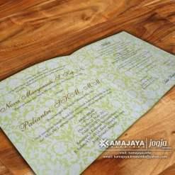 undangan pernikahan hijau pupus ornamen