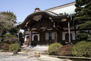 妙本寺本堂。山門と祖師堂の中間あたりに本堂があります。