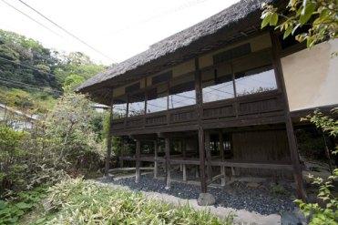 日本建築家屋は高床式。景観や風通しがよくなります。