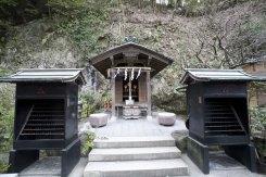 七福神社。境内には3つの境内社があります。