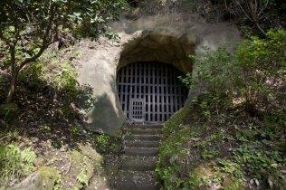 光則寺。日朗が幽閉された土の牢。