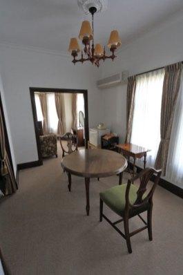 旧ソビエトの世界的ピアニスト、リヒテルも宿泊した洋室。かいひん荘鎌倉の洋室はここだけです。