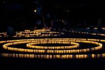 今年は被災地に万灯を捧げます。どなたでも奉納でき1灯500円です。参列は無料。