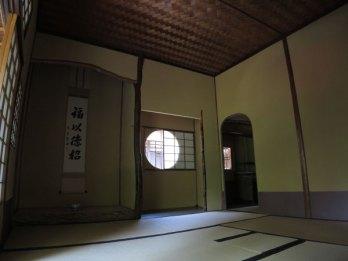 川端康成の『千羽鶴』に描かれた茶室、煙足軒です。普段は非公開ですが時折公開されます。