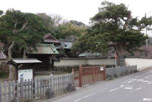 鎌倉の裏駅を出て今小路をまっすぐ進み、寿福寺を越えると左手に英勝寺が見えてきます。