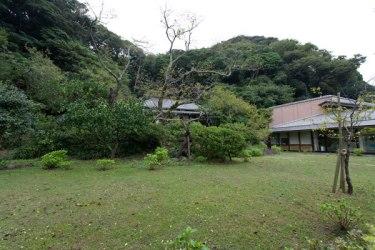 旧川喜多別邸(旧和辻邸)。右側が母屋(現 川喜多映画記念館)です。