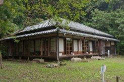 旧川喜多邸別邸(旧和辻邸)。旧川喜多邸敷地の上段にあります。江戸後期の民家です。