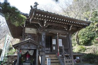 小さなお堂に1300年の時が宿ります。