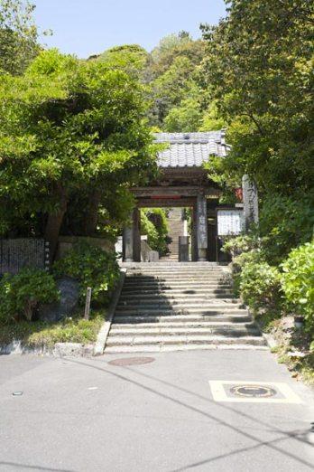 岩殿寺山門。