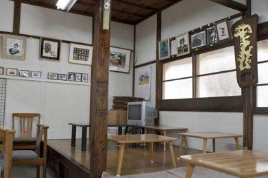 大仏(高徳院)左手奥にある茶屋。お茶屋さんはやっぱこの雰囲気でないと。ちゃらちゃらと洒落たところはダメです。さあ、一杯やりましょう。