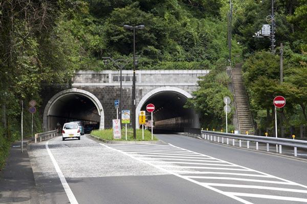 江ノ電「長谷駅」から大仏を越えてしばらく歩くと、大仏トンネルが見えてきます。