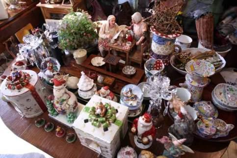 Meri Hariのクリスマス。毎年11月半ばから12月25日まで店内はクリスマスグッズにおおわれます。店主の水野さんが旅行に行った先で、住んでいた国で少しずつ仕入れて来たものを並べていくそうです。