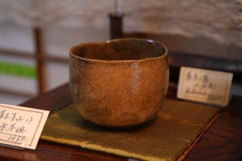 楽茶碗の作家、直木美佐さんの抹茶碗、26万円。