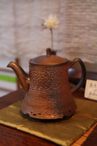 急須作家、山本広己さんの急須、84,000円。紅茶にも使えます。