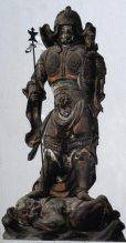 清雲寺「木造毘沙門天立像」。和田合戦の際、和田義盛の為に敵の矢を受け止めた伝説の仏像。「矢請の毘沙門天」と呼ばれています。