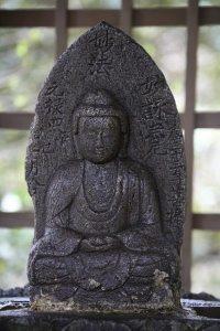 霊光寺の手水にあるお釈迦様。親しみを感じる雰囲気がとても好きです。