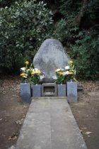 妙本寺、竹御所の墓。墓の静かな佇まいに反して、源頼朝の血をひく最後の人としての存在感は大きかったことでしょう。