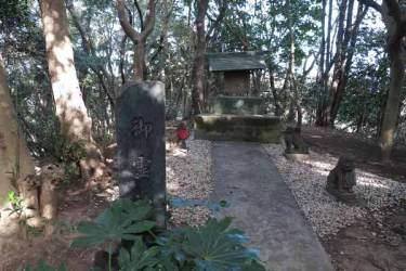 衣笠城址。御霊神社。