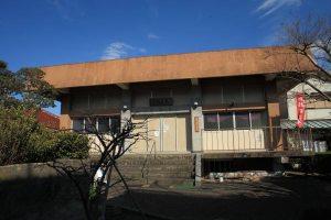 見桃寺本堂。三崎の中心地からほんの少しずれているだけですが、とても静かです。