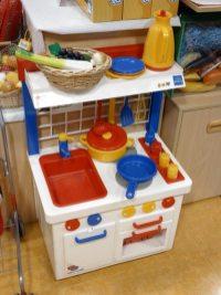 キッチンセンター/¥13,650(税抜)。ままごとがやりやすい子供の等身大サイズ。