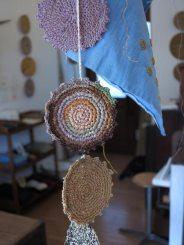 木木さんのラフィアの編み見本。
