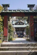 妙本寺山門から細い道を少し歩くと常栄寺(ぼたもち寺)があります。一人の尼の信心が750年後の今も生きる場所です。