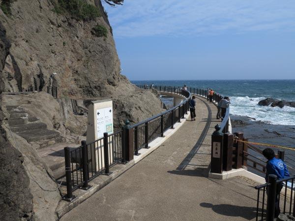 江ノ島、岩屋に続く橋。