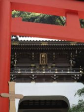 江島神社、朱塗りの大鳥居と瑞心門。