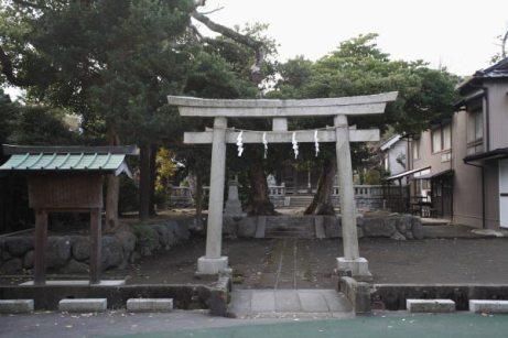 今大路、寿福寺のとなりにある相馬天王(八坂神社)。静かな境内は、千葉常胤の次男、相馬師常の屋敷跡です。